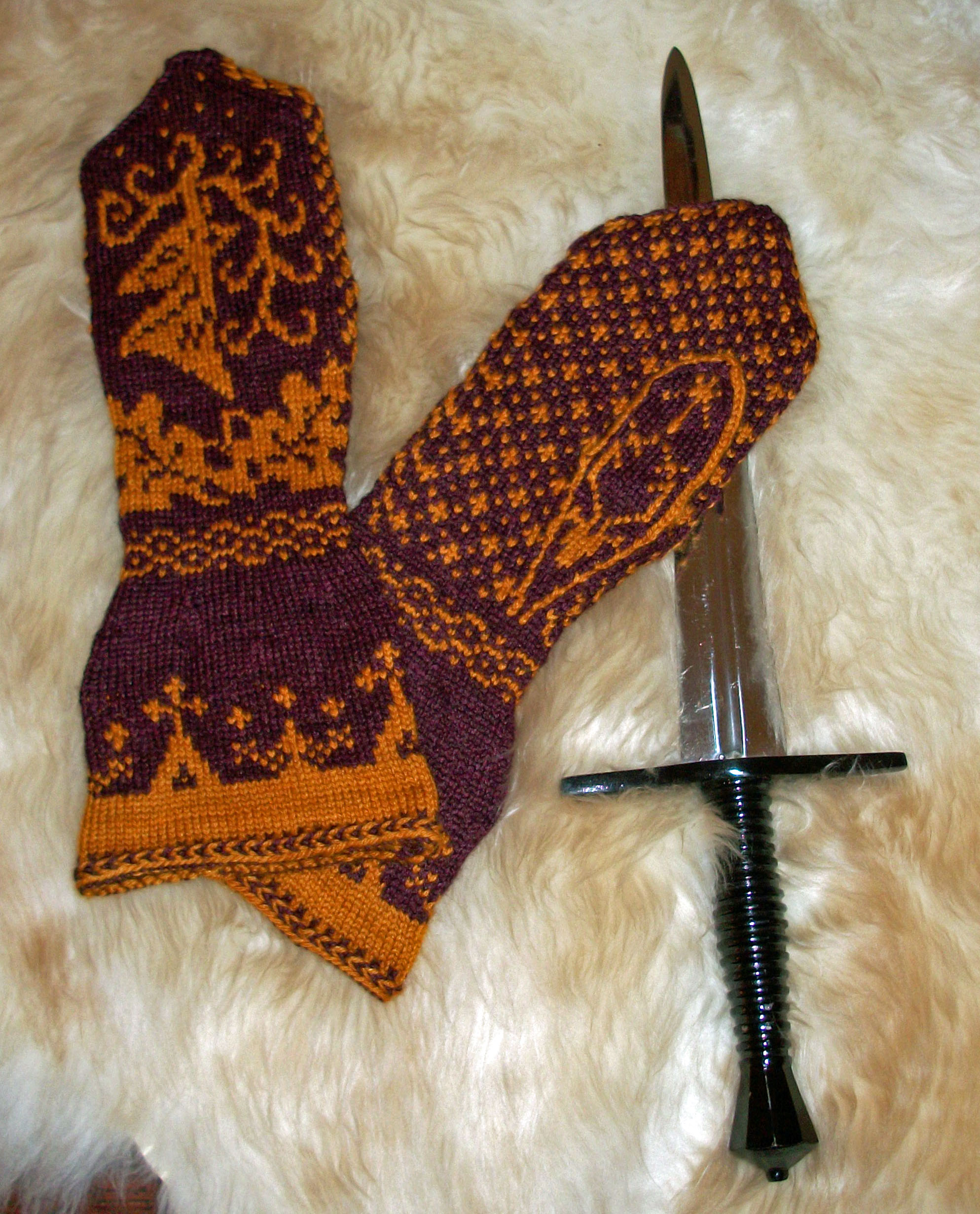 Crochet Patterns Game Of Thrones : Game of Thrones and Other Bookishness Mama O Knits Too Much